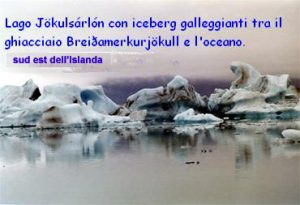 piccoli icenerg che galleggiano